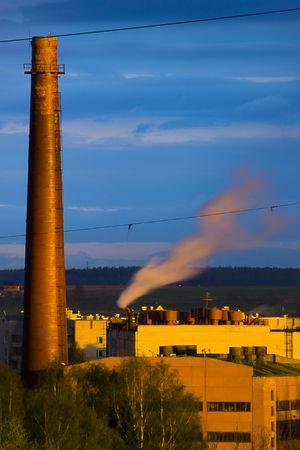 paesaggio industriale: Bella colorsul panorama industriale in luce del sole