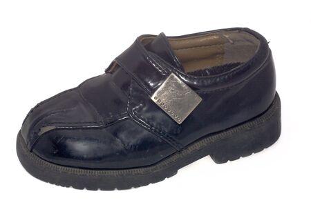 heirlooms: Utilizzati bambino scarpa nero su bianco isolato  Archivio Fotografico