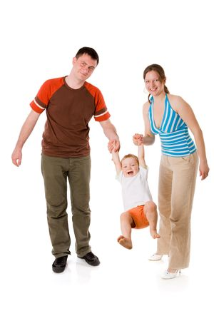 parejas caminando: Happy Family, junto con el ni�o aislado en blanco Foto de archivo