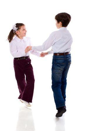 enfants qui dansent: Deux enfants Dancing isol�es sur blanc