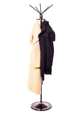 rack de escudo con dos escudos en él aislados en blanco