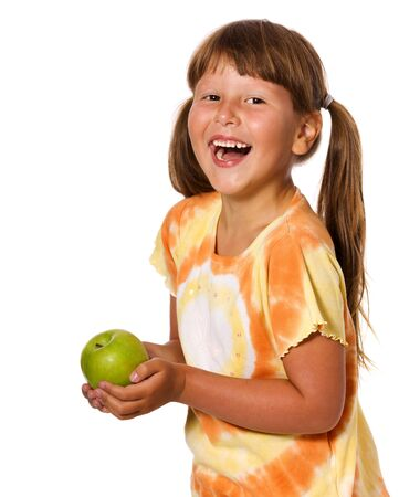 lachendes gesicht: Sechs Jahre Girl Holding Apple isolated on white