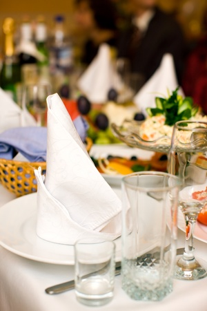 begins: Clean Napkin on empty plate before party begins Stock Photo