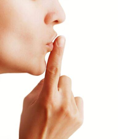 stil zijn: Meisje met een gebaar van shh geïsoleerd op een witte achtergrond