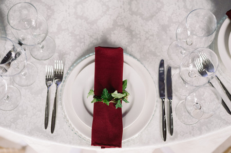 Wedding table decoration of the vinous napkin on the plate for the guests 스톡 콘텐츠