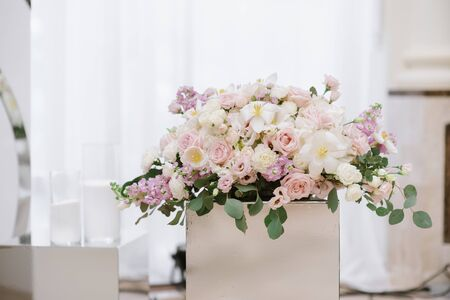 Many beautiful colors of light pastel shades on the table of the groom and bride. 스톡 콘텐츠