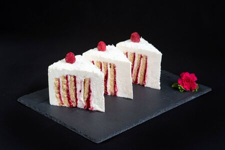 Equal portions of beautiful biscuit cake with bright filling. Standard-Bild - 140624312