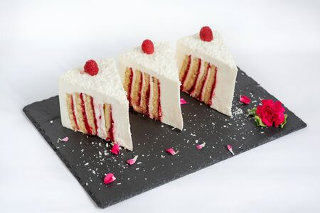 Beautiful and advertising photos of portions of delicious cake with berry filling Standard-Bild - 140624313