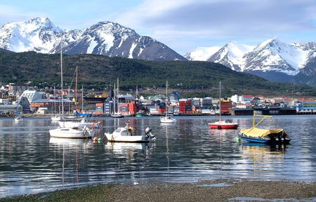 tierra: View of the port of Ushuaia, Tierra del Fuego, Patagonia, Argentina