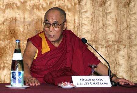 BARCELONA, SPAIN - September 10, 2007: XIV Dalai Lama Tenzin Gyatso speaks in a conference on September 10, 2007 in Barcelona, Catalonia, Spain Éditoriale