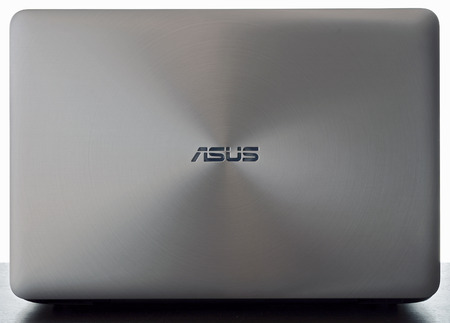 enabled: Asus over a white background