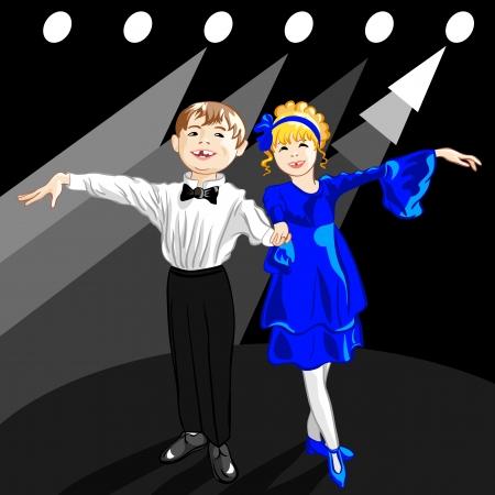 Kleine Jungen und Mädchen gekleidet in der Kleidung stehen auf einer Bühne im Rampenlicht stehen und lächeln