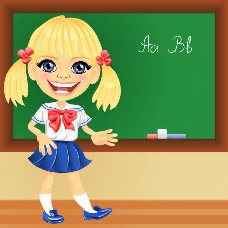sonriente chica rubia feliz en un uniforme de la escuela cerca de la pizarra