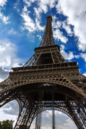 la tour eiffel: Bottom view on Eiffel tower  La Tour Eiffel  in Paris, France