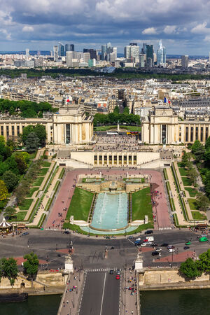 la tour eiffel: View of the old town, River Seine, the Palais de Chaillot and the modern business district of Paris - La Defense from Eiffel Tower Stock Photo