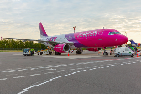 jule: Vilnus, Lithuania - Jule 28, 2014: People boarding a Wizzair on the route Vilnius - Eindhoven. Wizzair is one of the largest low-cost European airline by scheduled passengers carried.  Editorial