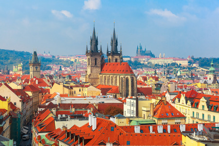 praga: Aerial view over Old Town square, Prague Castle and Hradcany in Prague, Czech Republic