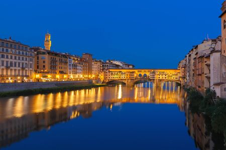 ponte vecchio: Arno and Ponte Vecchio at night Florence Italy