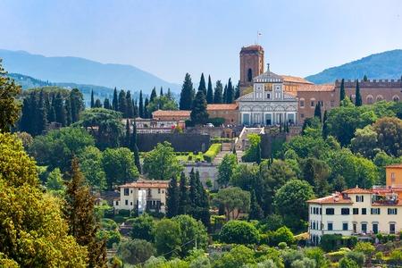 Basilika San Miniato al Monte am südlichen Ufer des Flusses Arno, am Morgen von Palazzo Vecchio in Florenz, Toskana, Italien Lizenzfreie Bilder