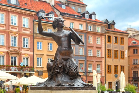 warszawa: Statue of Syrenka Mermaid of Warsaw symbol of the city of Warsaw, at the Old Town Market Square, Poland