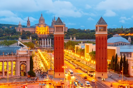 espanya: Aerial view of venetian columns, National Art Museum and Placa Espanya in Barcelona at night, Catalonia, Spain