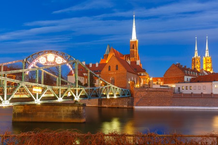 baptist: Tumski Bridge and Island with Cathedral of St. John and church of the Holy Cross and St. Bartholomew at night in Wroclaw, Poland Stock Photo