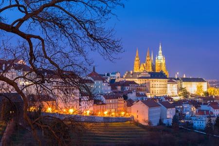 Prager Burg, Hradschin und Kleinseite in der Altstadt in der Nacht von Prag, Tschechische Republik