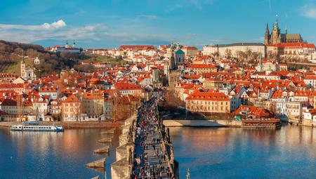 castillos: Castillo de Praga, el Puente de Carlos y la poco trimestre, Praga, República Checa