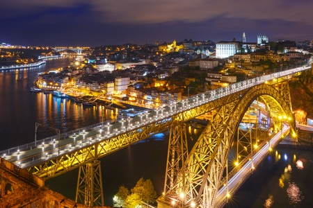 dom: Picturesque aerial view of Old town of Porto, Ribeira and Dom Luis I or Luiz I iron bridge across Douro River at night, Portugal Banque d'images