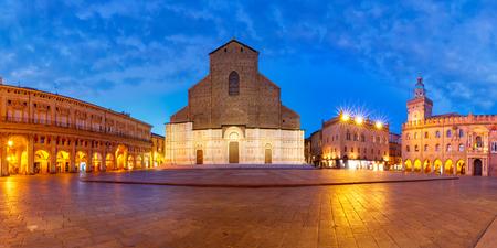 Panorama of Piazza Maggiore square with Basilica di San Petronio and Palazzo dAccursio or Palazzo Comunale at night, Bologna, Emilia-Romagna, Italy Фото со стока