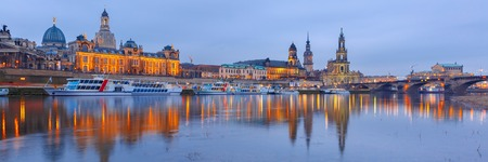 Dresden Cathedral of the Holy Trinity or Hofkirche, Bruehls Terrace or The Balcony of Europe, Semperoper and Augustus Bridge with reflections in the river Elbe in Dresden, Saxony, Germany Standard-Bild