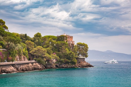 Seaview of picturesque seaside near Portofino, fishing village on the Italian Riviera, Liguria, Italy. Standard-Bild