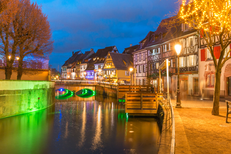 Traditional Alsatian half-timbered houses in Petite Venise or little Venice, old town of Colmar, decorated and illuminated at christmas time, Alsace, France Archivio Fotografico - 115550746
