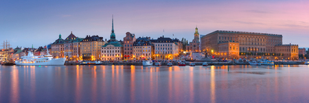 Scenic panoramic view of Gamla Stan, in the Old Town in Stockholm during morning blue hour, capital of Sweden 版權商用圖片