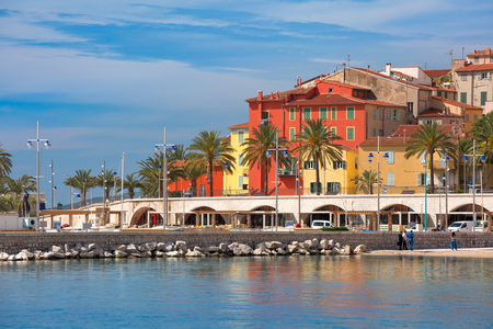 Colorful old town and beach in sunny Menton, perle de la France, on French Riviera, France 免版税图像