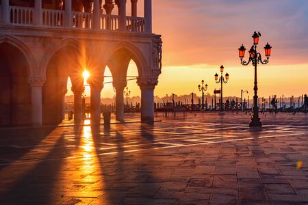 San Marco plein bij zonsopgang, Venetië, Italië