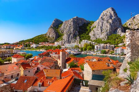 Sunny beautiful aerial view of Cetina river, mountains and red roofs of Old town in Omis, very popular tourist spot in Croatia 스톡 콘텐츠