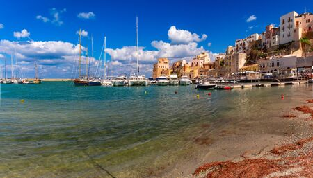 Panoramic view of sunny medieval fortress in Cala Marina, harbor in coastal city Castellammare del Golfo, Sicily, Italy Standard-Bild