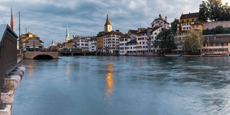 River Limmat with Fraumunster and Church of St Peter in the morning in Old Town of Zurich, the largest city in Switzerland Standard-Bild