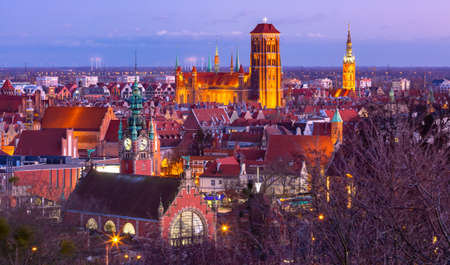 Aerial view of the Saint Mary Church and City Hall at night in Gdansk, Poland Banque d'images
