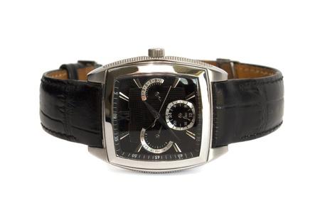 mans watch: reloj de hombre con un cintur�n de cuero aislados en el fondo blanco