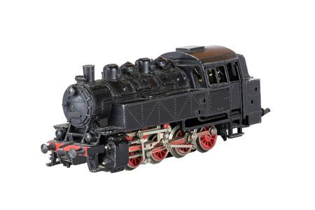 Locomotiva isolata. Modello vintage di un treno a vapore giocattolo elettrico isolato su uno sfondo bianco. Sfondo di decorazioni.