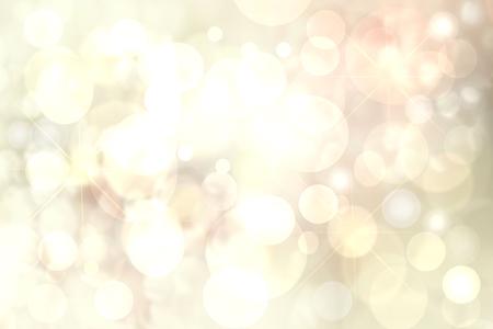 Sfondi di vacanza felice. Abstract carino festivo luce giallo dorato bokeh texture di sfondo con luci sfocate. Luci di Natale, luci sfocate, scintillio scintillante. Bella trama. Archivio Fotografico