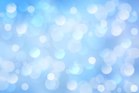 Abstracte feestelijke lichtblauwe zilveren bokehachtergrond met kleurrijke cirkels. Mooie textuur.