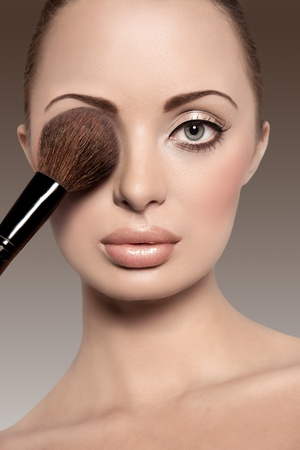 beauty make up: Portrait of a beautiful woman with a make up brush