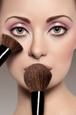 make up eyes: Portrait of a beautiful woman with a make up brush
