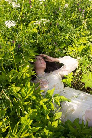beautiful girl lying down of grass 版權商用圖片
