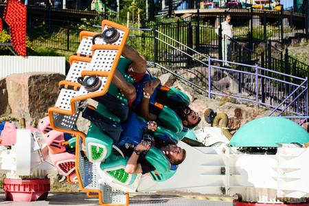 リンナンマキ遊園地キェッピ ブースターに乗る