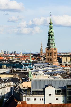 Luftstadtbild der Heiligen Dreifaltigkeit von der Spitze des Flusses, Öresundbrücke Standard-Bild