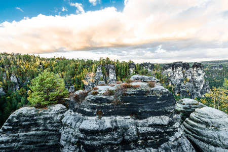 Picturesque autumn scenery of Elbe Sandstone mountains, Saxon Switzerland National Park near Dresden, Germany 免版税图像